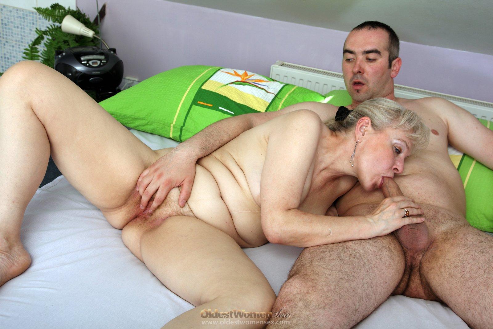 старая бабка насилует внука порно